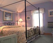 Bright & Sunny Room - Thurston House Inn