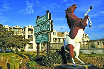 Exterior of Pony Island Motel